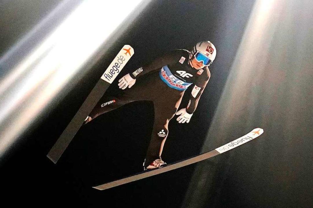Gleich zwei Weltcups der Skispringer s...t und dann die Frauen in Hinterzarten.  | Foto: GEORG HOCHMUTH (AFP)