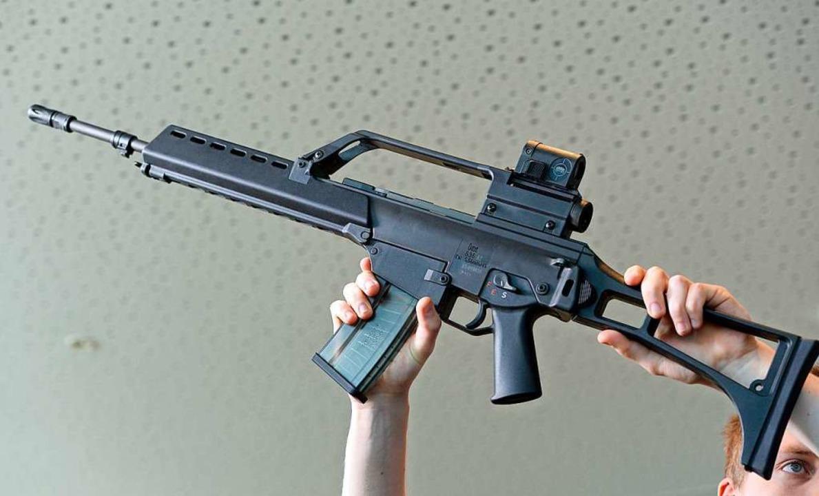 Das ist ein Gewehr...  | Foto: Bernd Weissbrod
