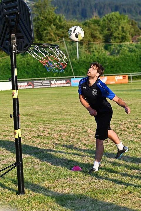 Alles Kopfsache: Der Ball muss am Ende in den Basketballkorb.  | Foto: Achim Keller
