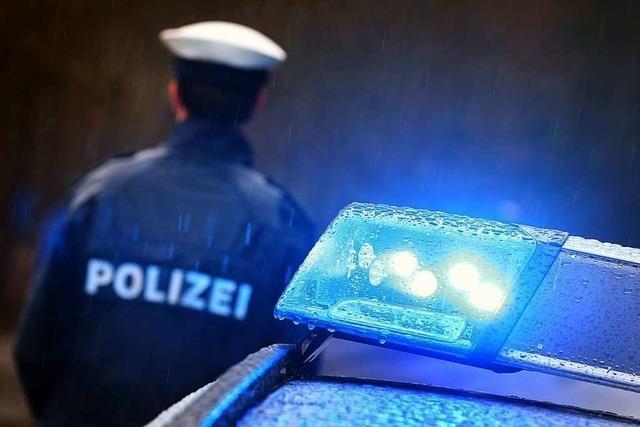 Auto auf Parkplatz in Schopfheim angefahren und abgehauen