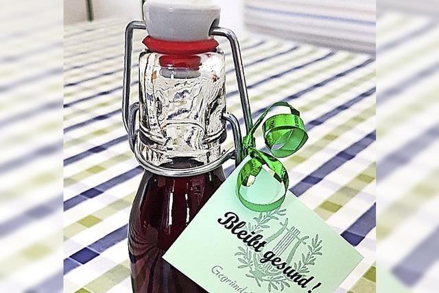 Eine kleine Flasche für den Zusammenhalt