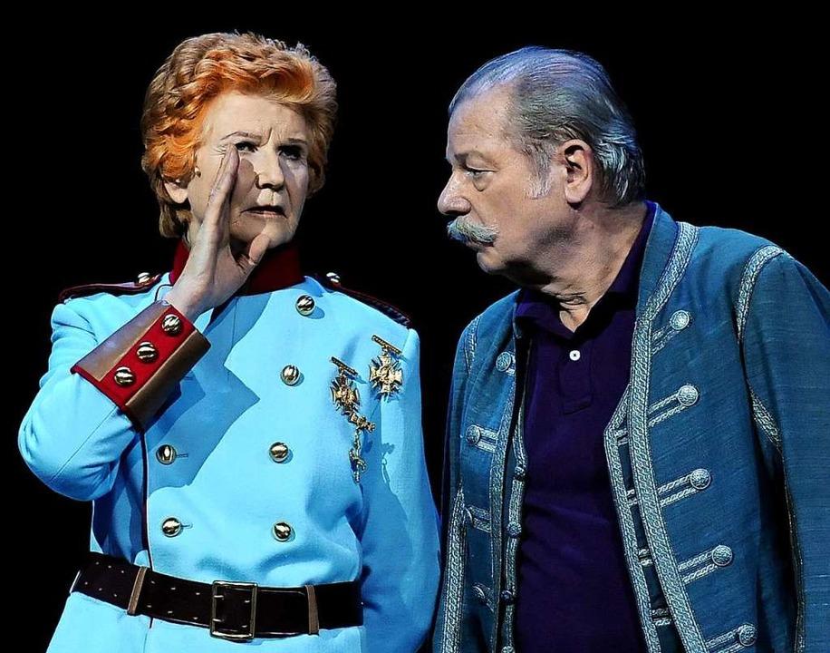 """2010 stand Irm Hermann im """"Weiße...omischen Oper in Berlin auf der Bühne.    Foto: Britta Pedersen (dpa)"""