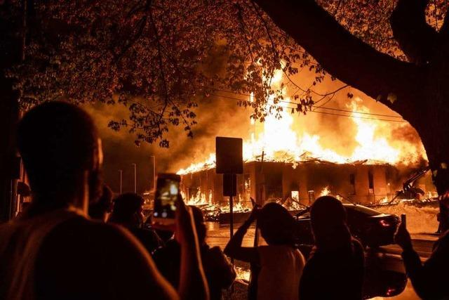 Gewalttätige Proteste nach Tod eines Afroamerikaners