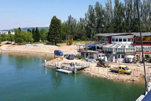 Die Konturen des neuen Ufers am Rheinpark in Weil am Rhein sind erkennbar