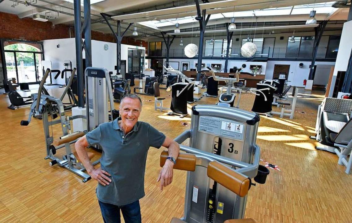 Rückgrat-Chef Rudolf Plüddemann im umg... großen Trainingsraum im Alten Zollhof  | Foto: Michael Bamberger