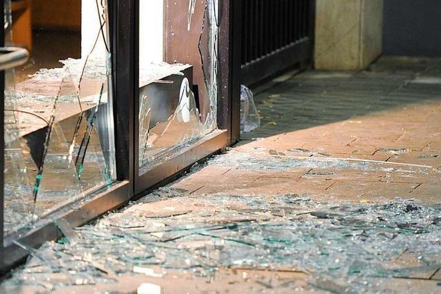 Scheiben an einer Schule und Sporthalle in Bad Säckingen eingeworfen