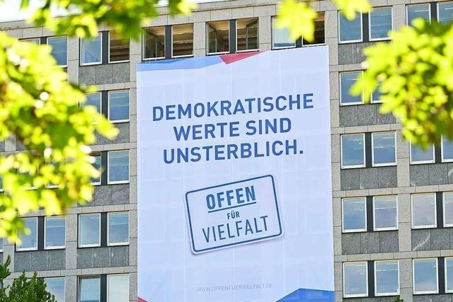 Kassel erinnert mit einer Plakataktion an den Mord an Walter Lübcke