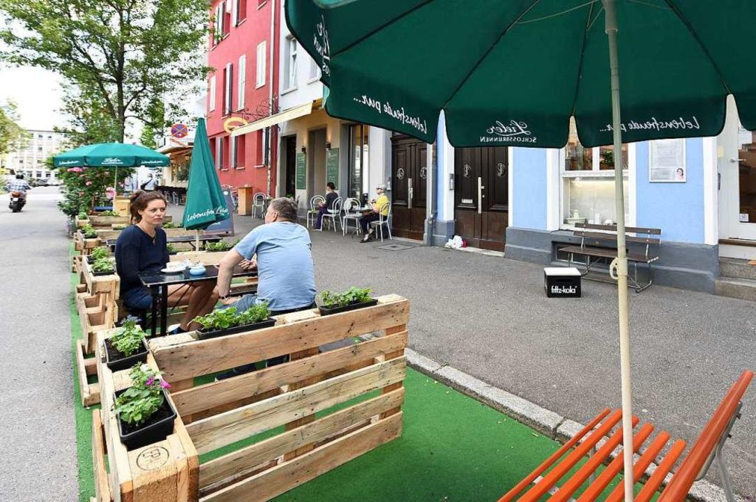 Das neue Parklet vom Café Auszeit an der Moltkestraße im Sedanquartier  | Foto: Rita Eggstein