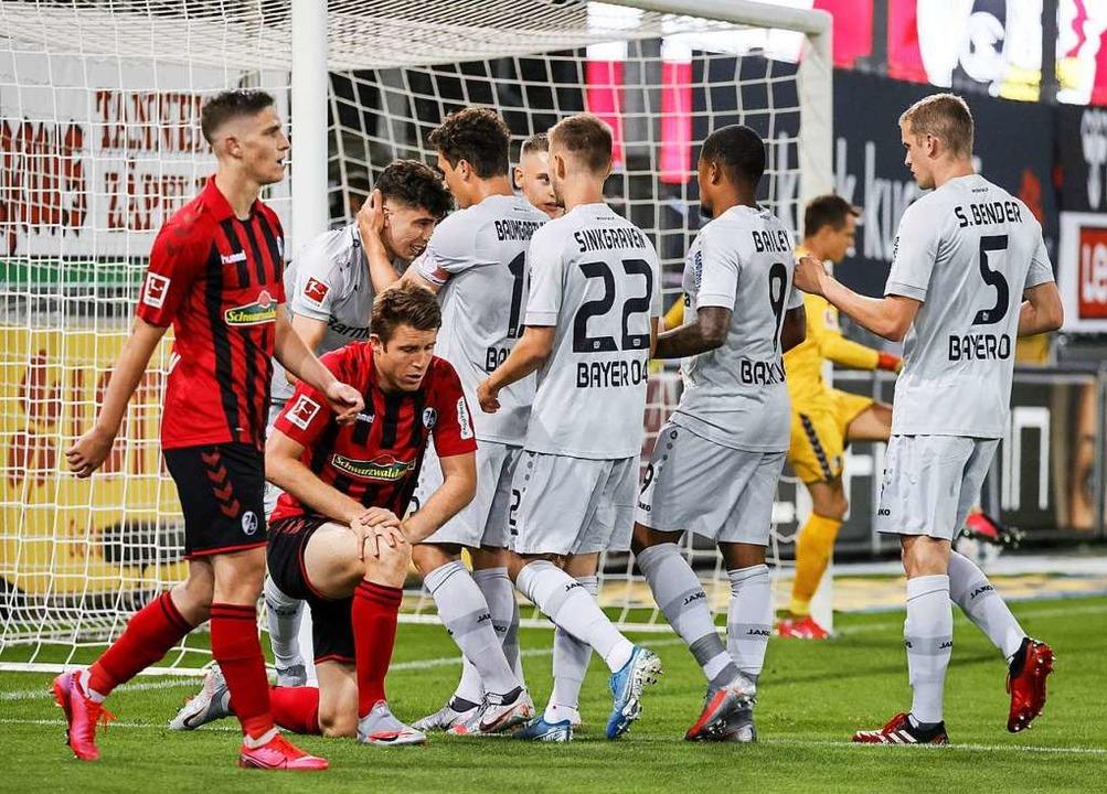 Bayer Leverkusen bejubelt den Treffer ...er einzige Treffer des Abends bleiben.    Foto: RONALD WITTEK (AFP)