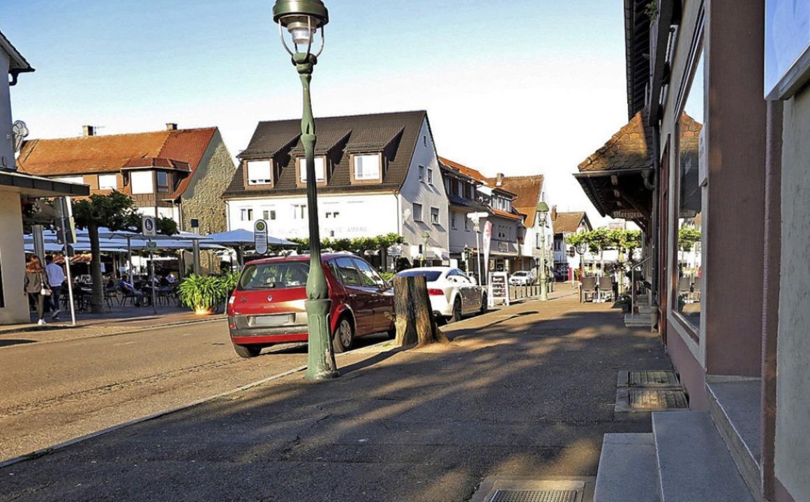 Die Zugänge zu Restaurants und Geschäf...llen durch Rampen barrierefrei werden.  | Foto: Dorothee Philipp