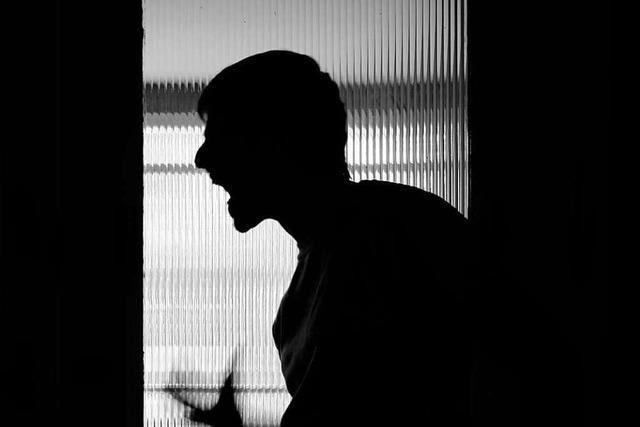 Familienstreit in Emmendingen eskaliert: 24-Jähriger mit Messer verletzt