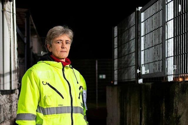 Kirsten Pressel passt seit 20 Jahren als Ordnerin auf der Nordtribüne auf