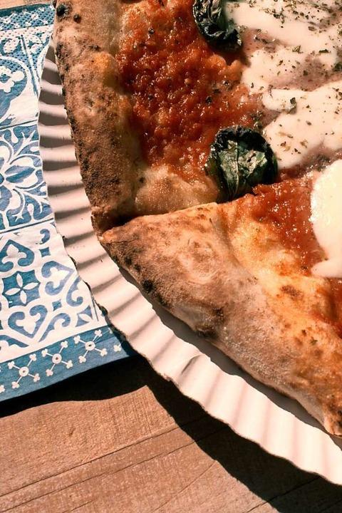 Fertig zum Genießen: Pizza von Manuel Mazzocca    Foto: Stephan Elsemann
