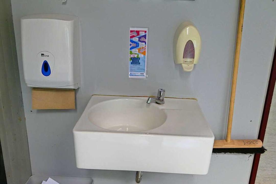 In jedem Klassenraum stehen Wasch- und Desinfektionsmöglichkeiten zur Verfügung.  | Foto: Victoria Langelott