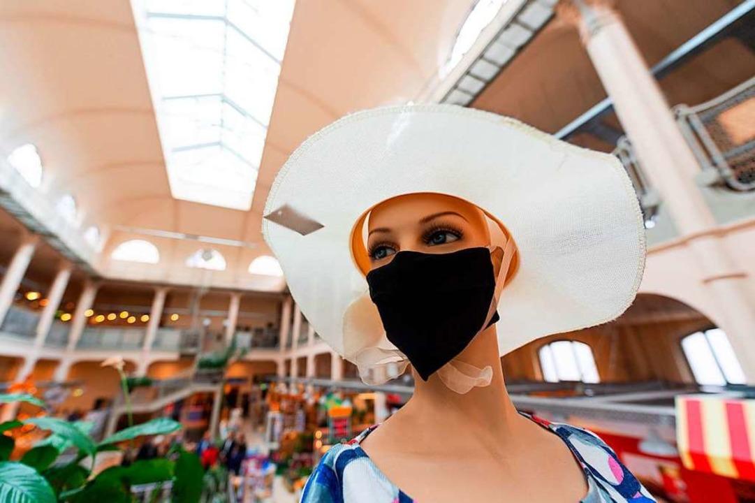 Einkaufen mit Maske bereitet den wenigsten Vergnügen.  | Foto: Robert Michael