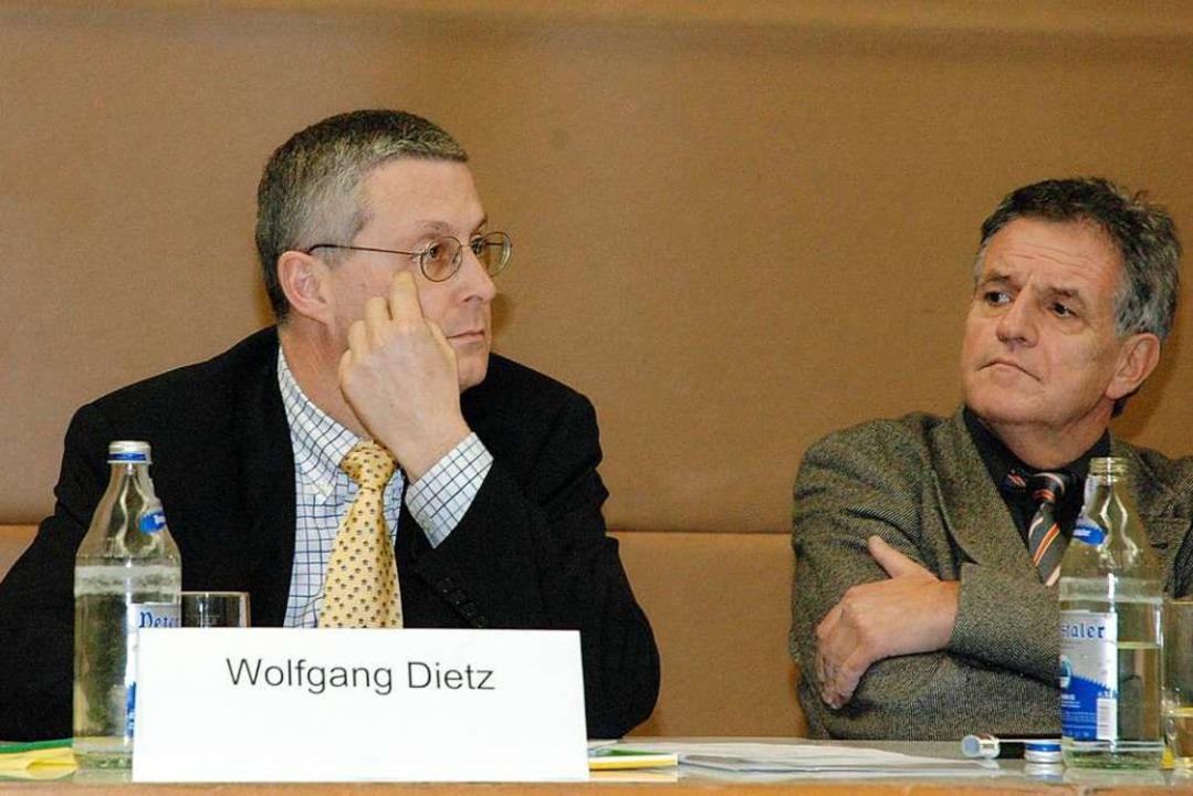 Dietz mit Rainer Stickelberger 2005 bei einer Podiumsdiskussion  | Foto: Peter Gerigk