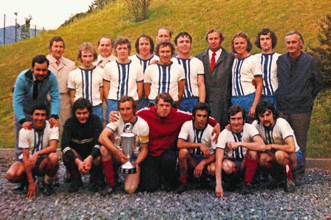 Die Pokalsieger des SV Waldkirch von 1... Thomann. Es fehlt Trainer Hans Diehl.  | Foto: Archiv FC Waldkirch