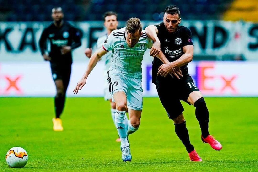 Das bisher letzte Basler Spiel: Im Mär...ague mit 3:0 bei Eintracht Frankfurt.   | Foto: Uwe Anspach
