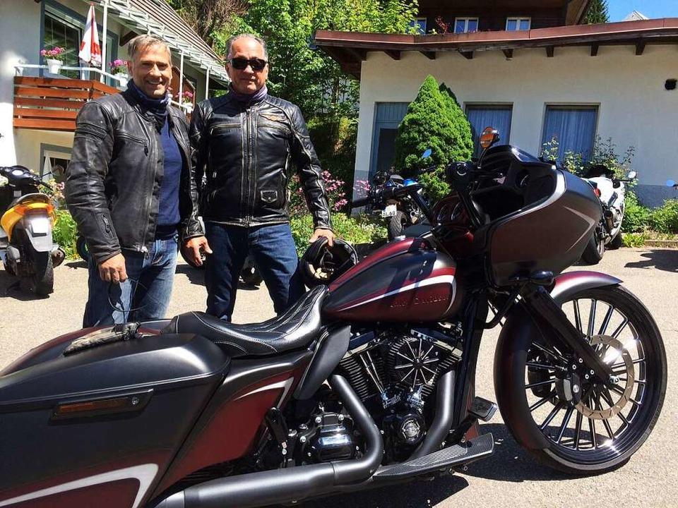 Mit  Harleys  unterwegs: Manuel Martin...nes Wehrle, dem dieses Motorrad gehört  | Foto: Annemarie Rösch