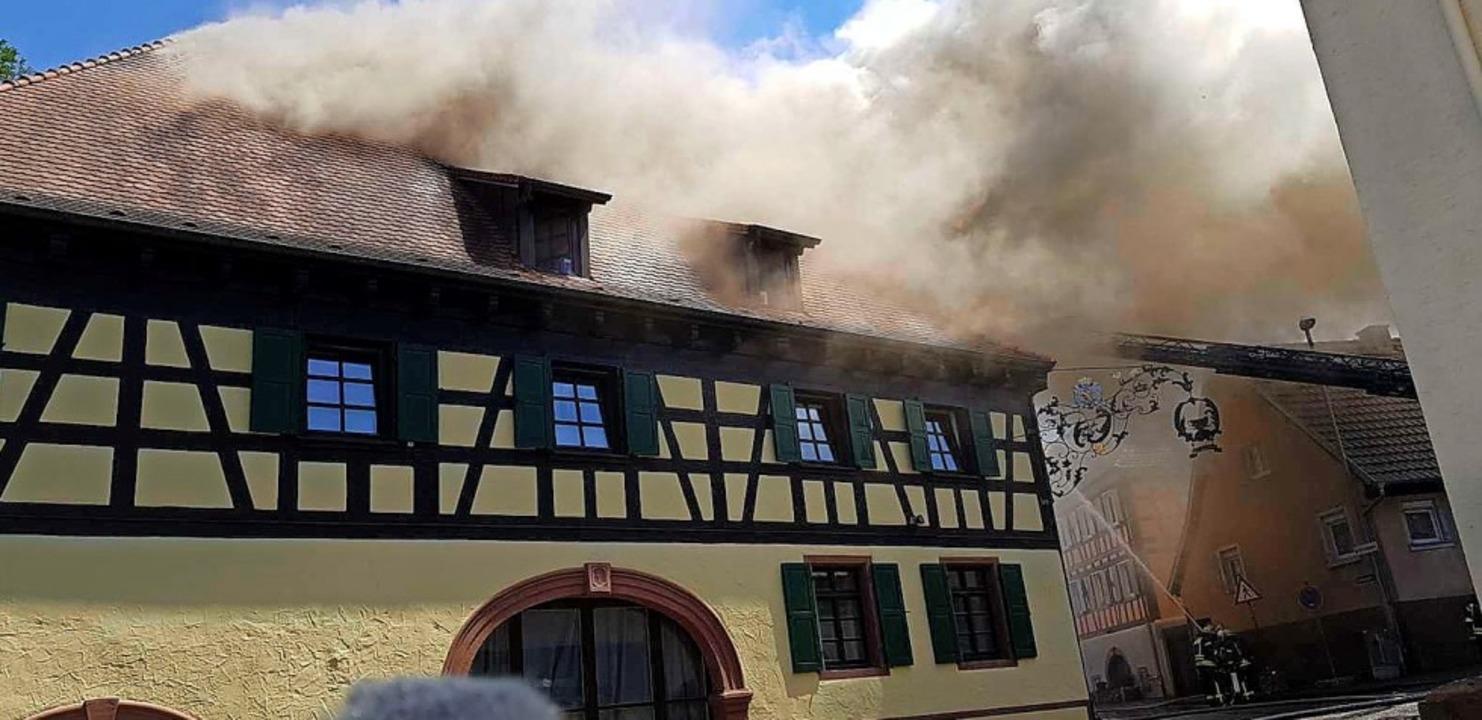 Der Rauch hing über ganz Mahlberg, als...im ehemaligen Gasthaus Löwen brannte.     Foto: Wolfgang Künstle