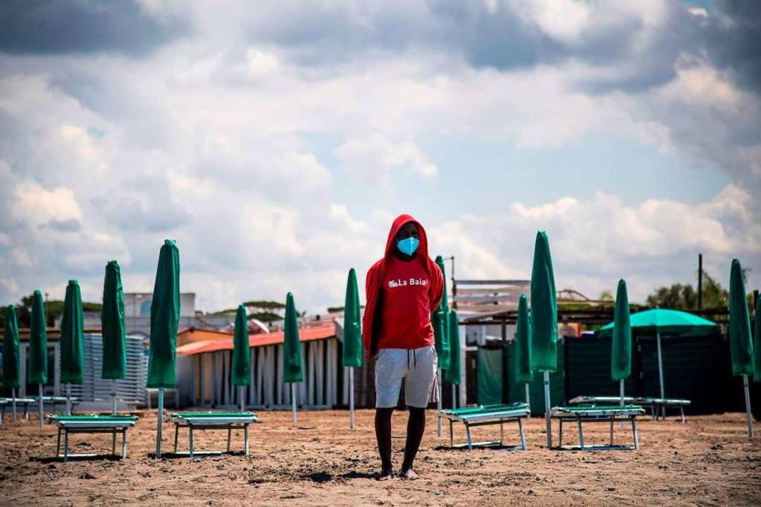 Strandaufsicht  in Fregene bei  Rom    Foto: TIZIANA FABI (AFP)