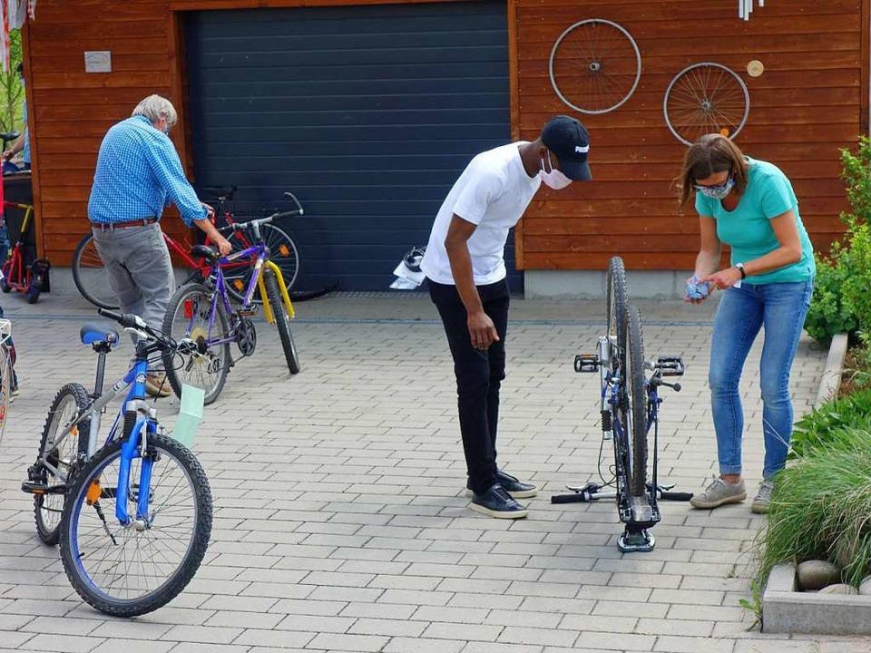 Perdita Kock erstellt für den neuen Be...hrradwerkstatt herrscht Maskenpflicht.  | Foto: Danielle Hirschberger