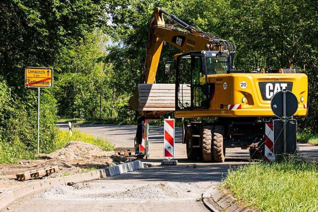 Die Arbeiten für den neuen Radweg sind in vollem Gange.  | Foto: Hubert Gemmert