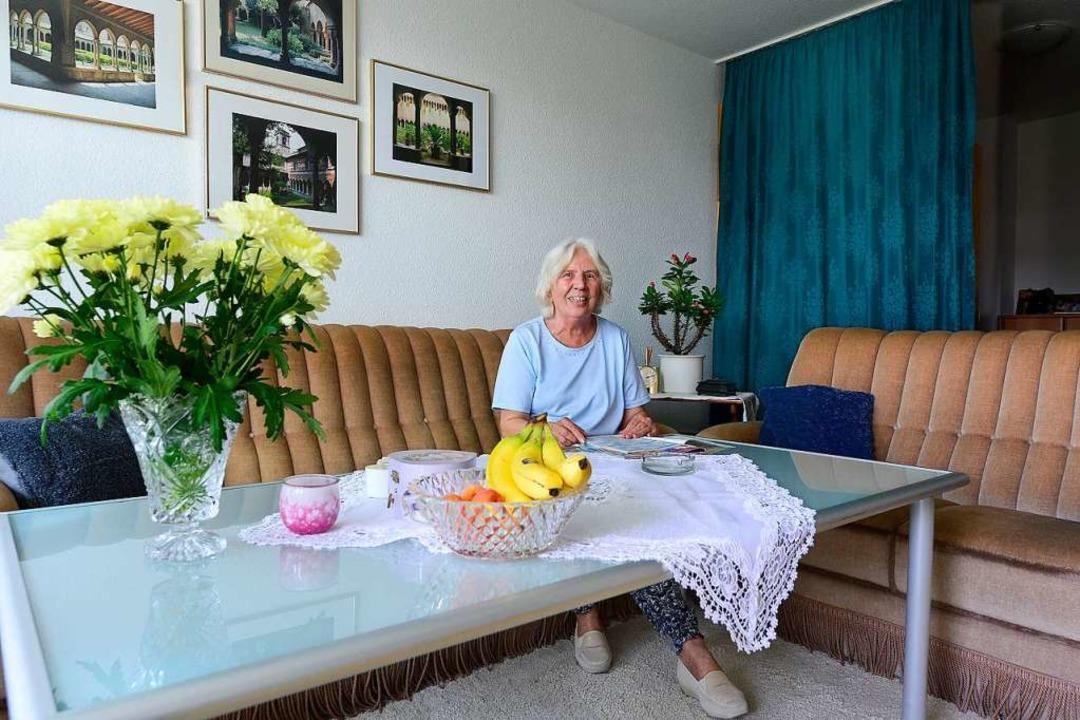 Barbara Kozlowske in der sanierten Wohnung  | Foto: Ingo Schneider