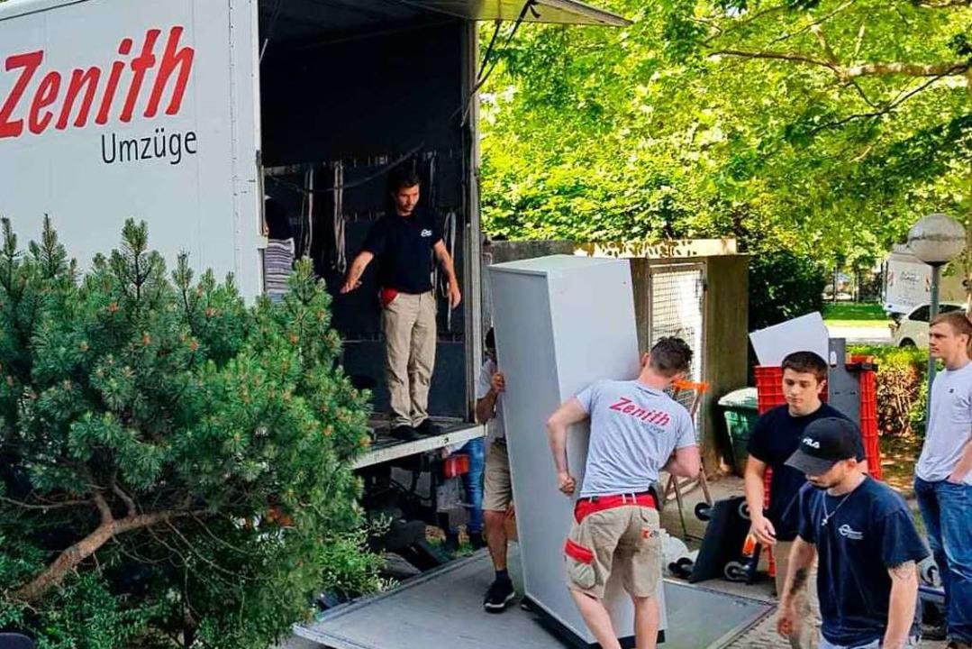 Die Möbelpacker hatten gut zu tun.  | Foto: Petra Winterhalter/AWO