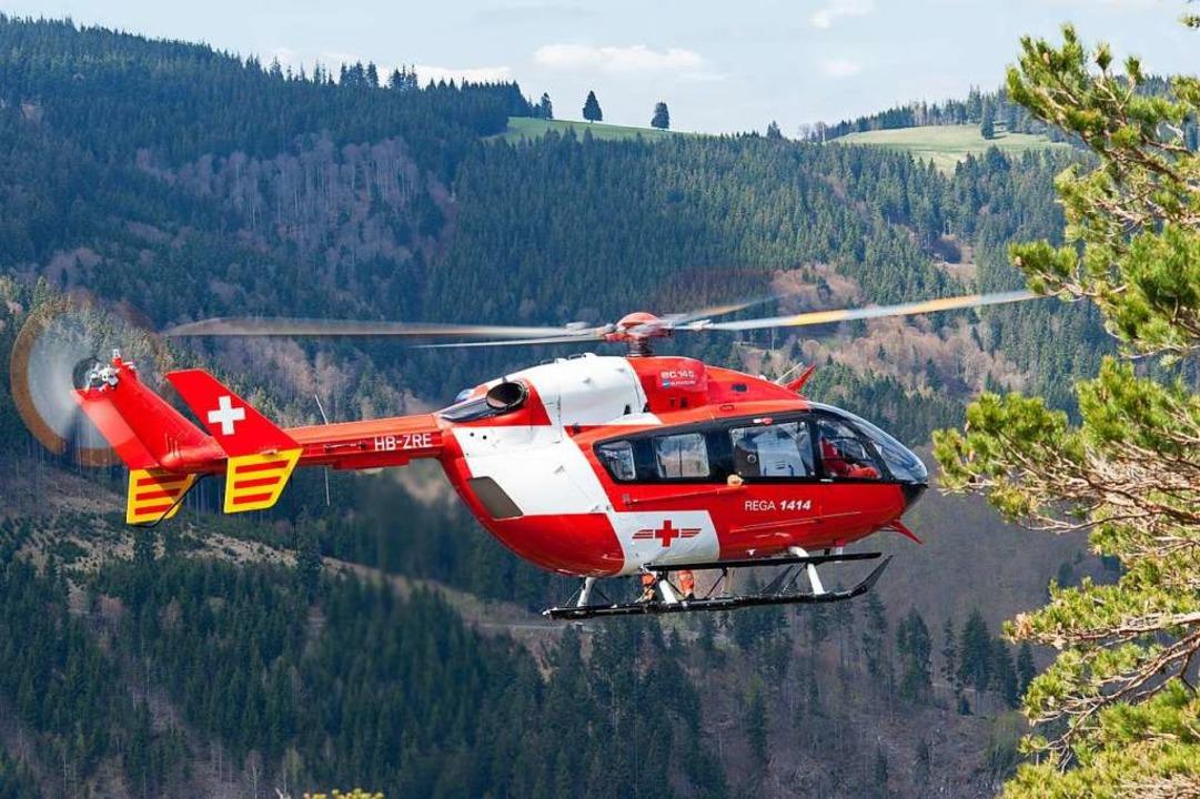 Die Rega transportierte die beiden Verletzten ab.  | Foto: Schweizerische Rettungsflugwacht