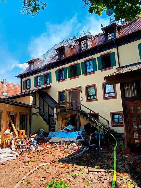 Verwüstungen im Innenhof des Gebäudes    Foto: Feuerwehr Mahlberg