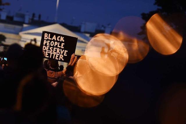 Demonstranten trotzen Ausgangssperre und ziehen vor das Weiße Haus