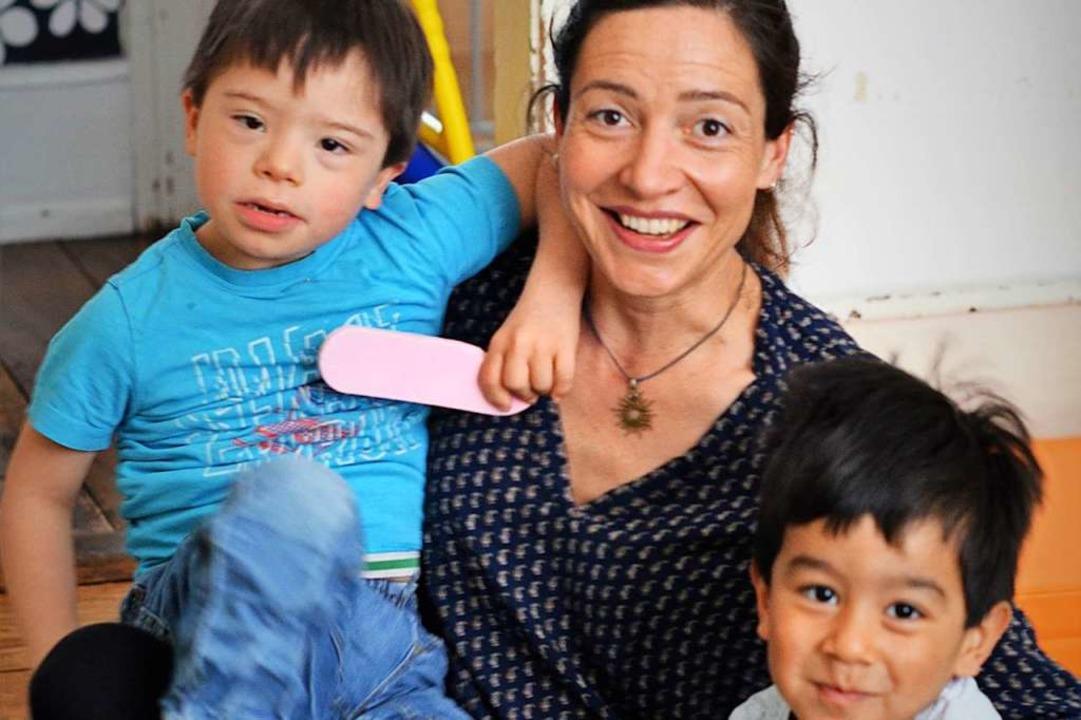 Jeanette Ketterer mit ihren Söhnen Naidú und Iwen  | Foto: Kathrin Blum