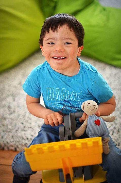 Naidú ist sechs Jahre alt und lebt mit Trisomie 21 und frühkindlichem Autismus.  | Foto: Kathrin Blum