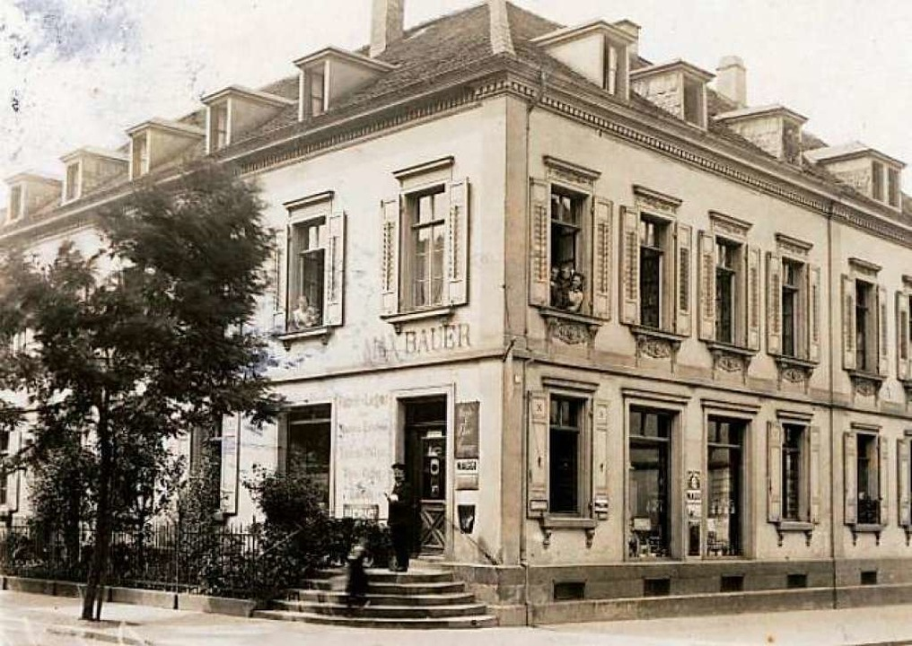 Die um 1910 entstandene Postkarte zeig...        liegende halbrunde Freitreppe.  | Foto: privat