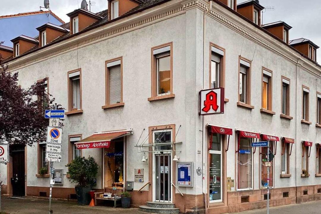 Das Apotheken-Zeichen hängt noch, doch...                       einziehen wird.  | Foto: Fritz Steger