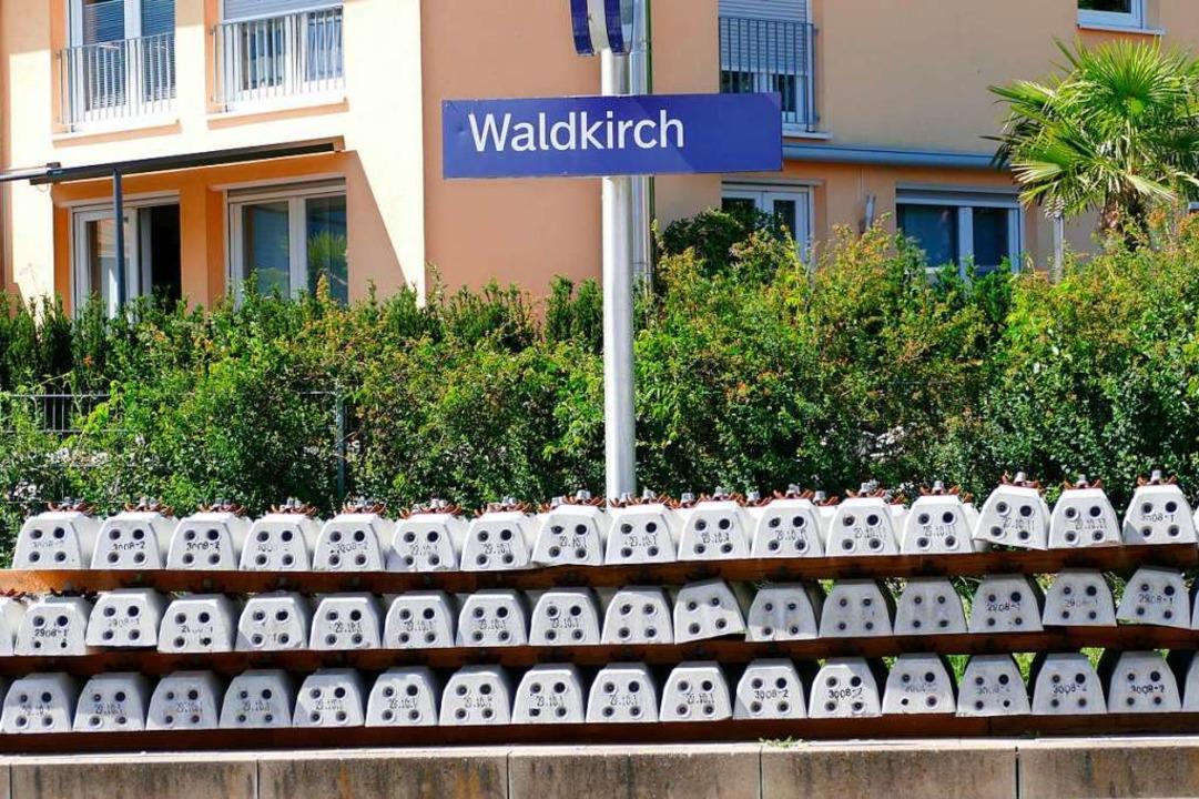 Die neuen Bahnschwellen liegen schon b...ahnhof und für den Gleisbau in Gutach.  | Foto: Sylvia Sredniawa