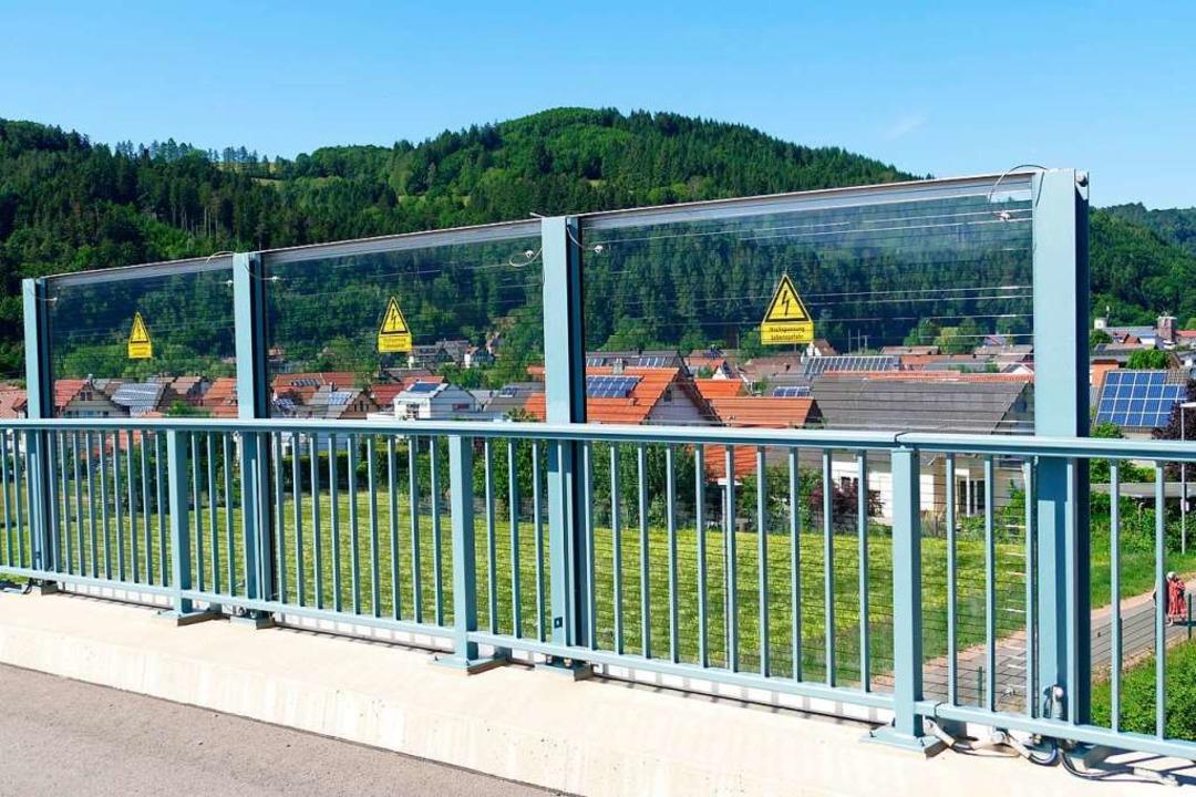 In Niederwinden führt eine neue Brücke...für die Elektrifizierung sind gesetzt.  | Foto: Sylvia Sredniawa