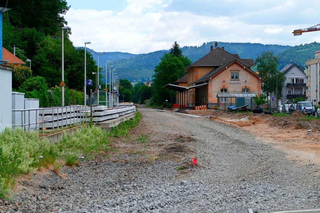 Am Bahnhof Waldkirch gibt es gerade keine Schienenanbindung.  | Foto: Sylvia Sredniawa