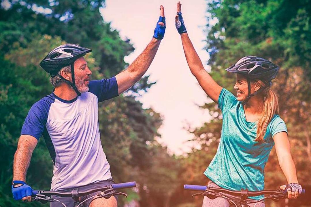 Rauf auf's Rad und raus ins Grün... macht es gleich doppelt so viel Spaß.  | Foto: vectorfusionart_Adobe.Stock.com