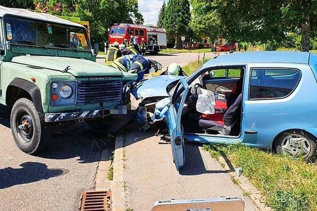 Drei Schwerverletzte und zwei Totalschäden in Murg