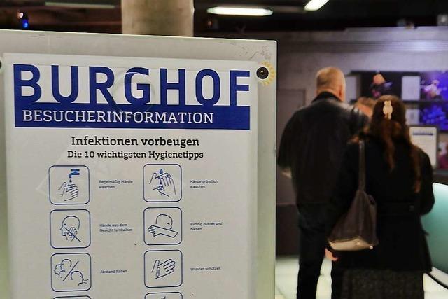 Hazel Brugger und Sebastian Pufpaff sind bald digital auf der Burghof-Couch zu sehen