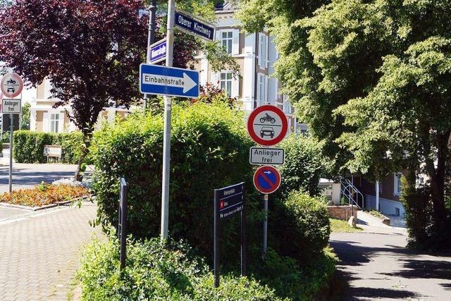 Autos stören in Badenweiler im Oberen Kirchweg und in der Römerstraße