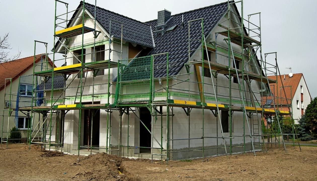 Nicht nur das Haus kostet Geld. Auch f...bpacht sein, wenn dies angeboten wird.  | Foto: Andrea Warnecke