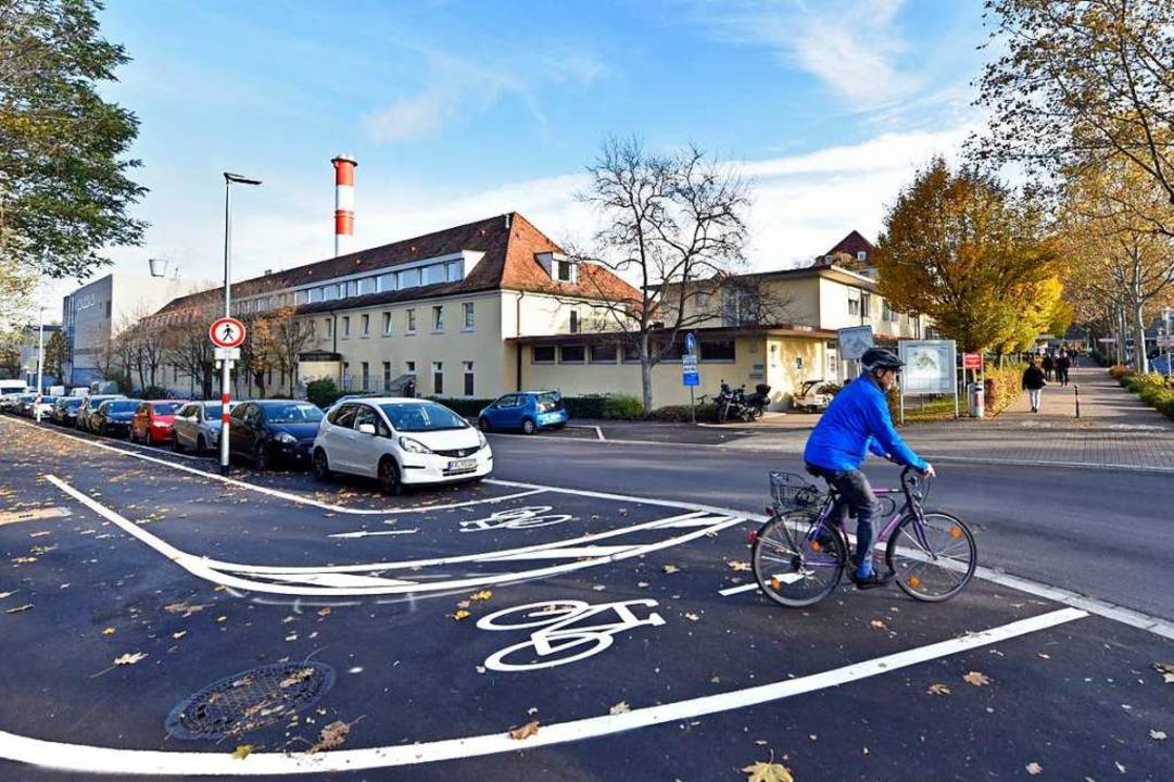 Der Radweg entlang der Neunlindenstraß...il der Radschnellroute FR 2 ausgebaut.  | Foto: Michael Bamberger