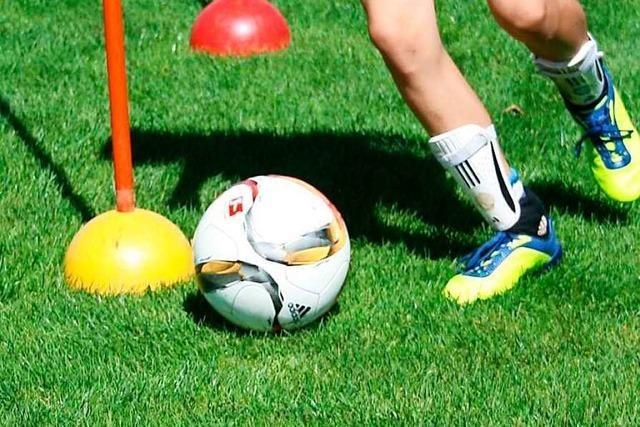 Kicken ist im Wiesental wieder erlaubt, doch nur ohne Körperkontakt