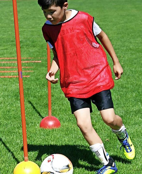 Dribbel-Training um desinfizierte Stan...trainiert werden, auch im  Wiesental.   | Foto: Ralph Lacher