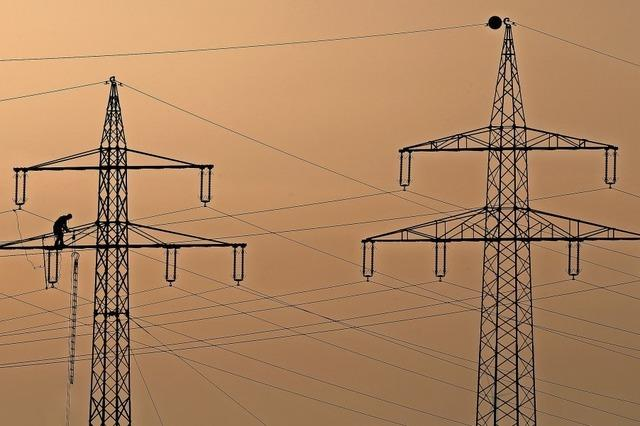 XXL-Stromkabel führt durch Wehr