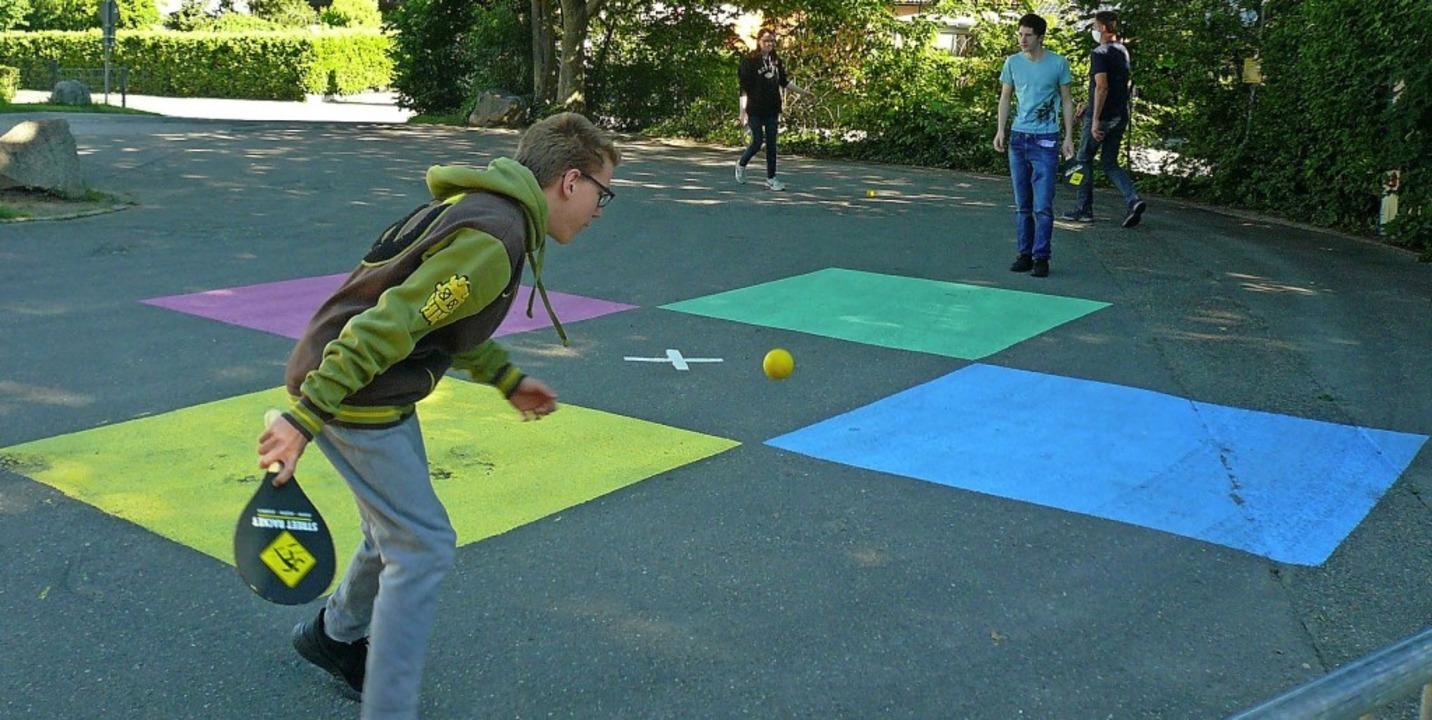Schüler der Zardunaschule in Kirchzarten spielen Street-Racket.   | Foto: Nina Herrmann