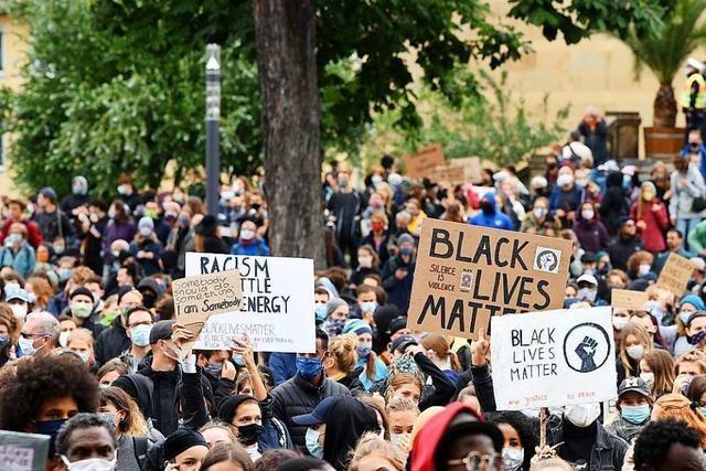 10.000 Demonstranten setzen in Freiburg ein Zeichen gegen Rassismus